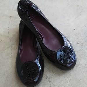 Tory Burch Reva Patent Ballet Flat in Fig Plum